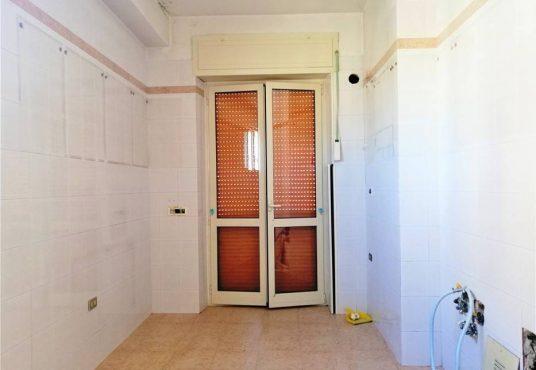 cimino agenzia immobiliare foggia-4-Vani-in-Vendita-Via-Bari,13B-3