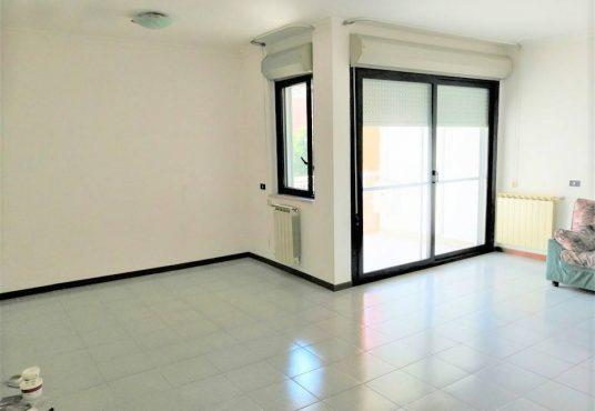cimino agenzia immobiliare foggia-4-Vani-in-Affitto-Via-Spagna-8B-2