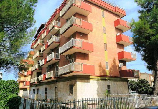 cimino agenzia immobiliare foggia-Locale-in-Vendita-Via-Baffi