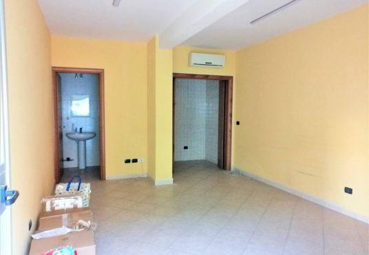 cimino agenzia immobiliare foggia-Locale-in-Vendita-Via-Antonio-Regina-3-2